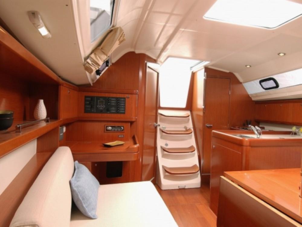 Rental yacht  - Bénéteau Oceanis 323 on SamBoat