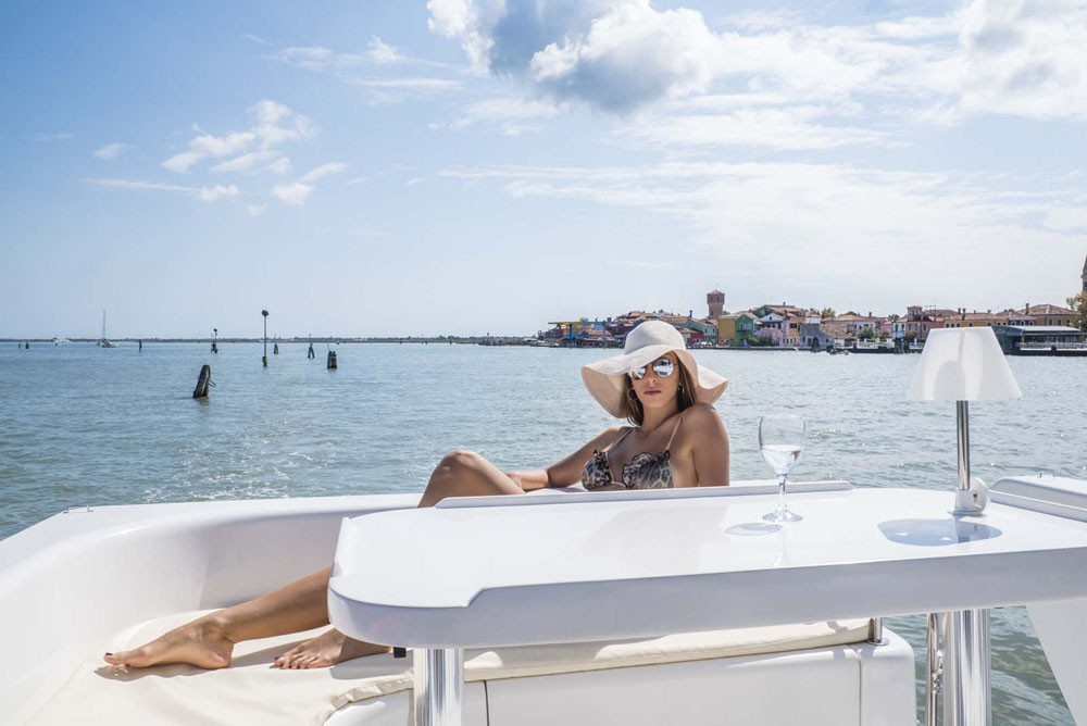 Rental Canal boat Houseboat Holidays Italia srl with a permit