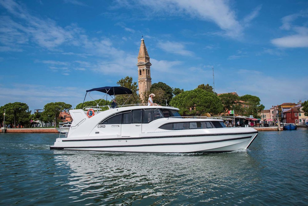 Houseboat Holidays Italia srl Minuetto8+ between personal and professional Precenicco