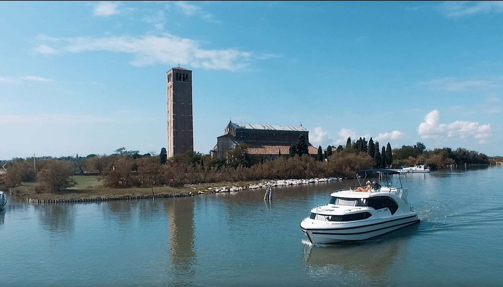 Houseboat Holidays Italia srl Minuetto6+ between personal and professional Casale sul Sile