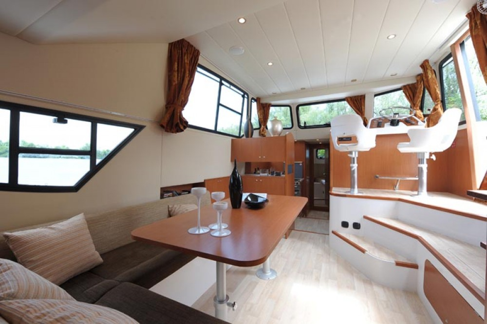 Rental Canal boat in Precenicco - Houseboat Holidays Italia srl Minuetto6+