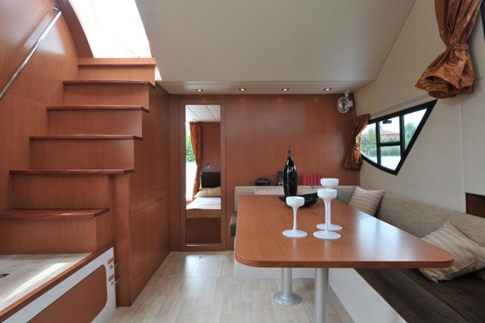 Hire Canal boat with or without skipper Houseboat Holidays Italia srl Precenicco
