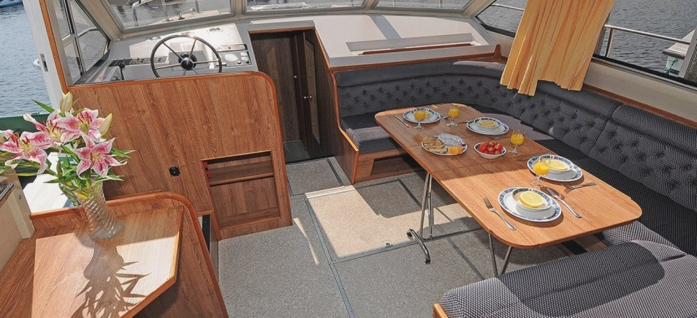 Rental Canal boat in Staines-upon-Thames - Classique Classique 8