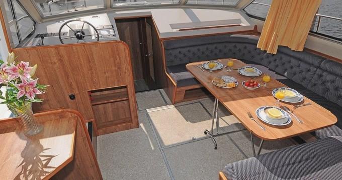 Boat rental Invergarry cheap Classique 8