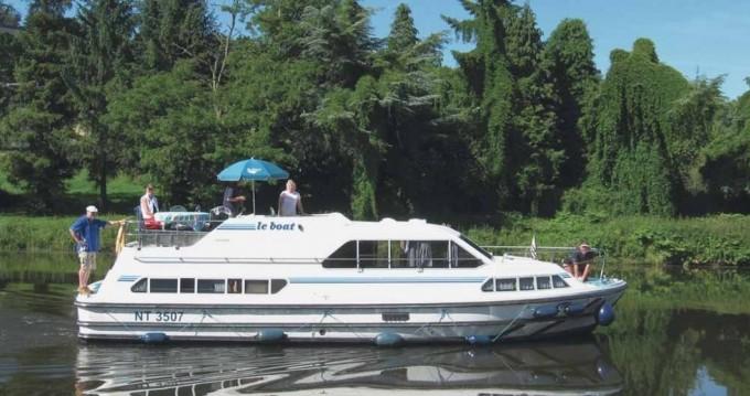 Boat rental Crusader Crusader in Staines on Samboat