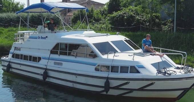 Boat rental Invergarry cheap Crusader