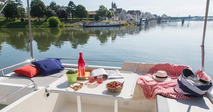 Boat rental Delphia Horizon  in Staines on Samboat