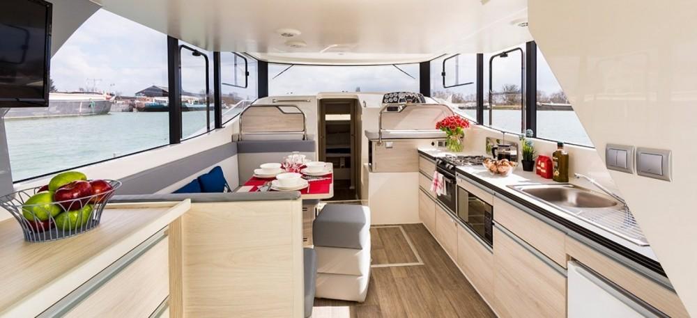 Rental yacht Invergarry - Delphia Horizon  on SamBoat