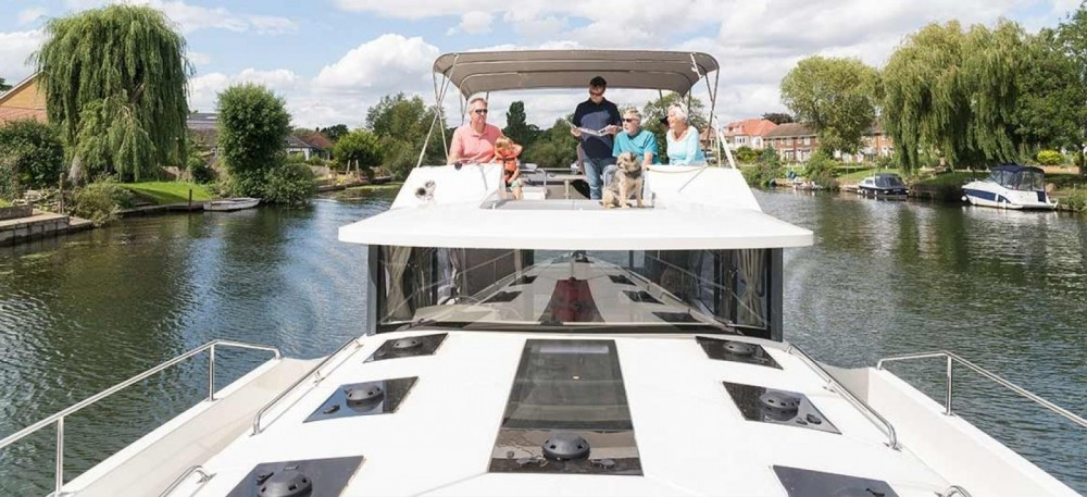 Hire Canal boat with or without skipper Delphia Staines-upon-Thames