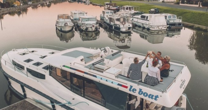 Boat rental Staines cheap Horizon 4