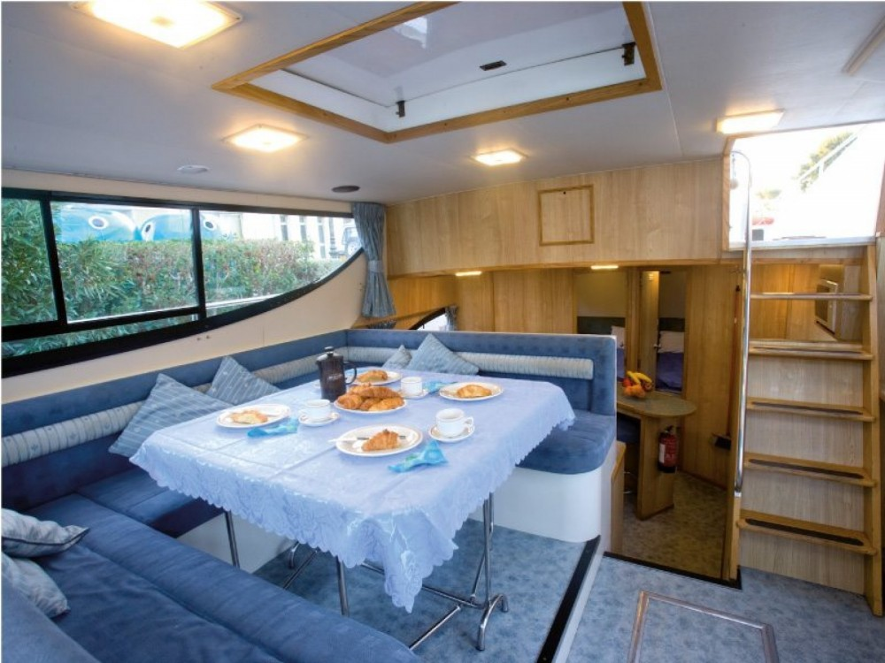 Canal boat for rent Staines-upon-Thames at the best price