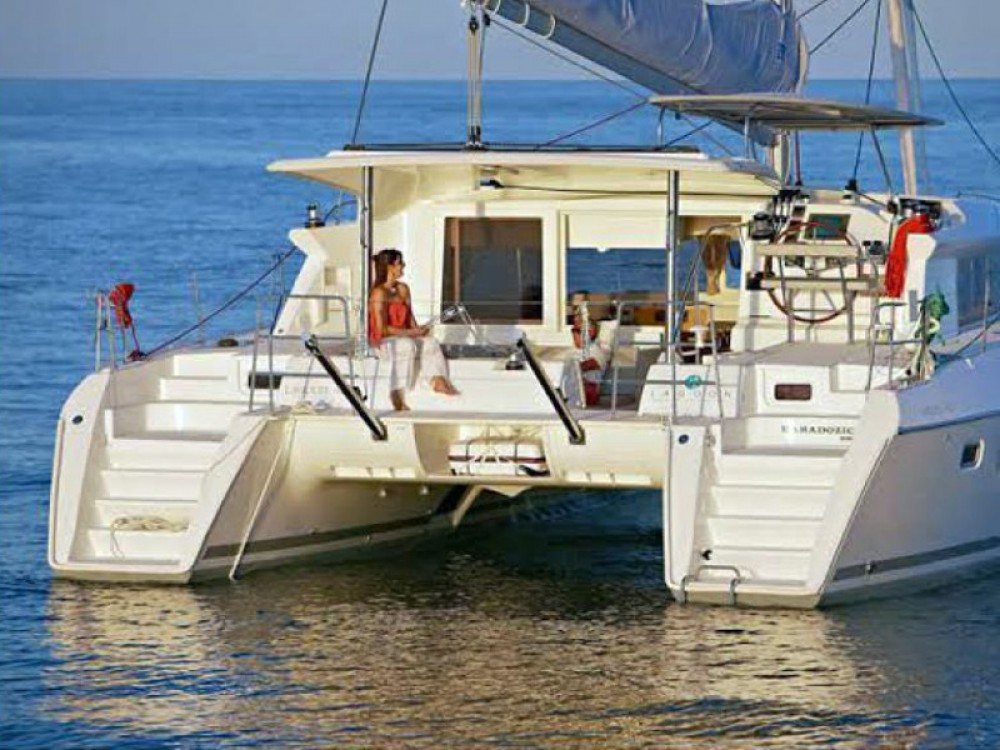 Lagoon Lagoon 421 (4+1 cab.) between personal and professional