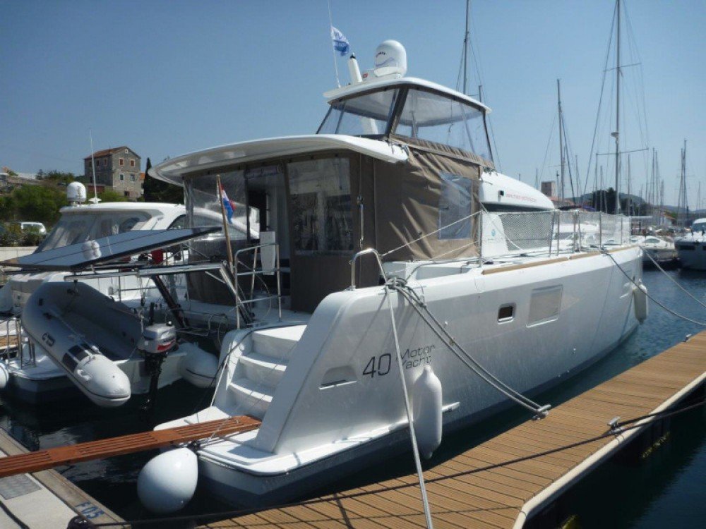 Boat rental  cheap Lagoon 40 (3+2 cab.)