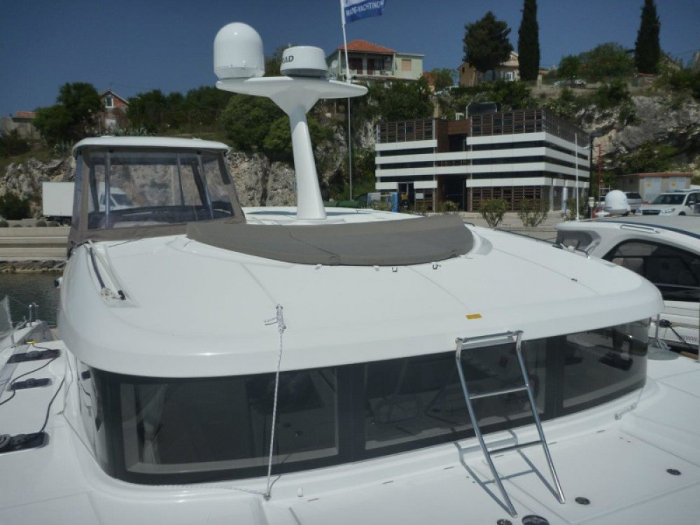 Lagoon Lagoon 40 (3+2 cab.) between personal and professional