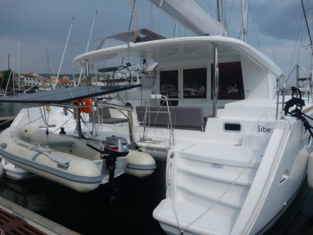 Rental Catamaran in Šibenik - Lagoon Lagoon 400 S2 (4+2 cab.)