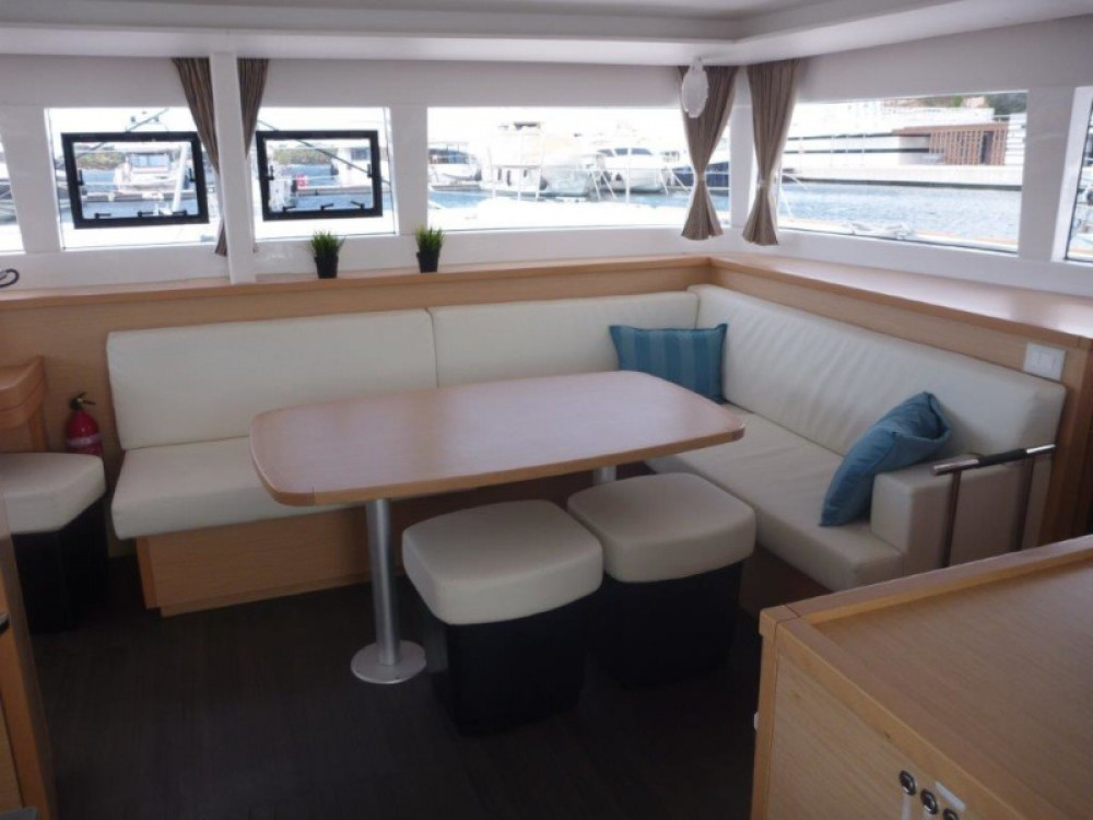 Boat rental  cheap Lagoon 450  Flybridge (4+2 cab.)