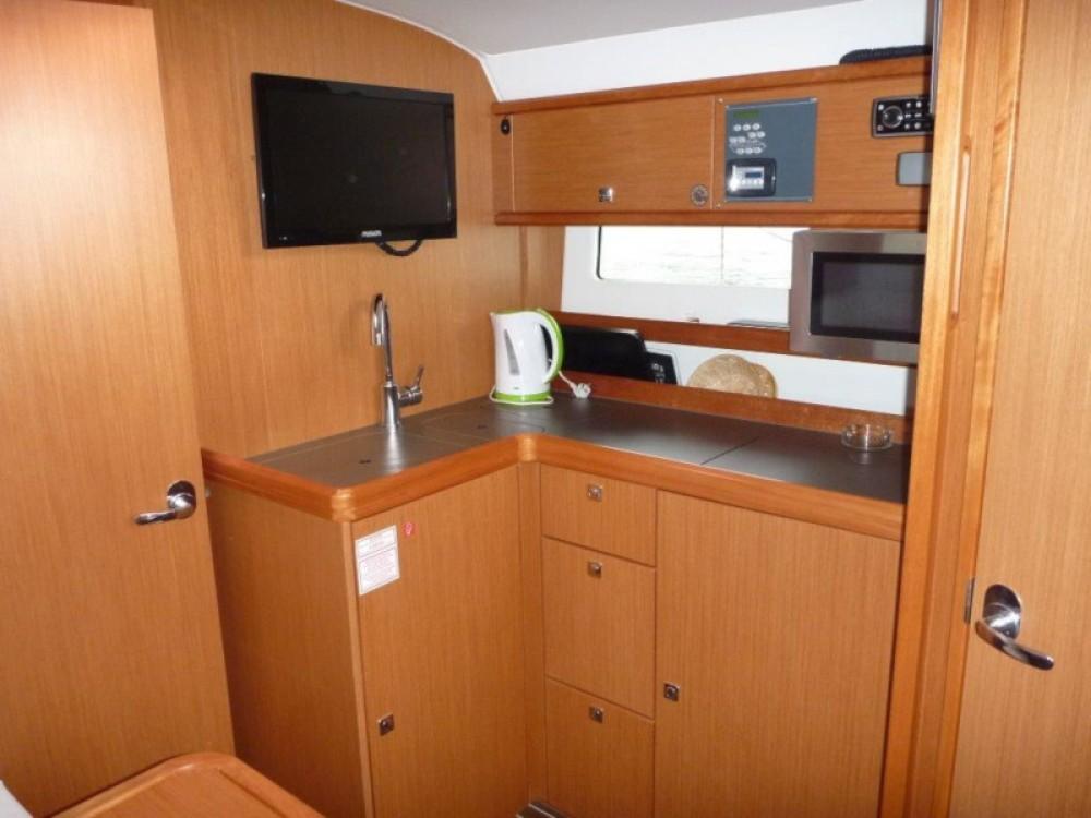 Boat rental Bavaria Bavaria 35 Sport HT in Šibenik on Samboat