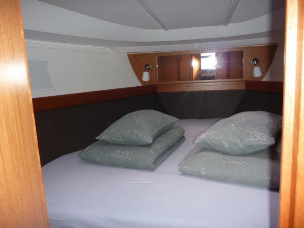Rental Motorboat in Šibenik - Bavaria Bavaria 35 Sport HT