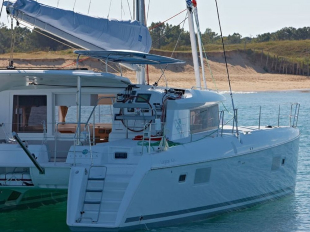 Rental Catamaran in  - Lagoon Lagoon 421 (4+1 cab.)