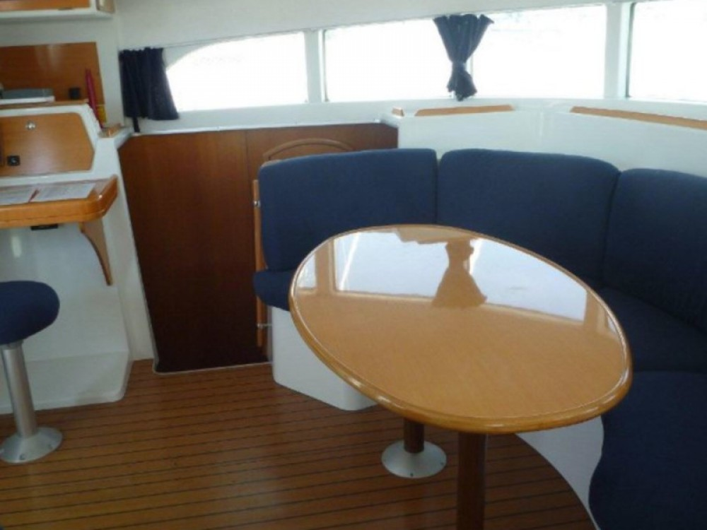 Boat rental Šibenik cheap Lagoon 380 (4+2 cab.)