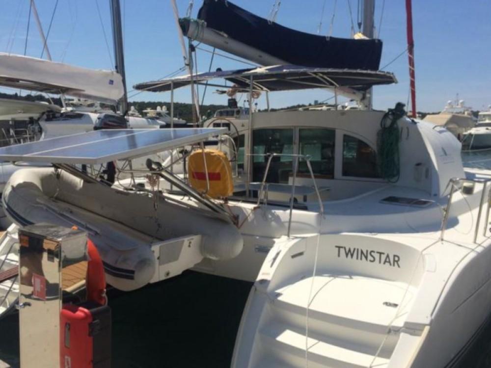 Rental yacht Šibenik - Lagoon Lagoon 380 (4+2 cab.) on SamBoat