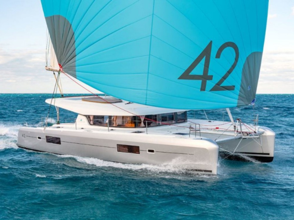 Lagoon Lagoon 42 (3+2 cab.) between personal and professional