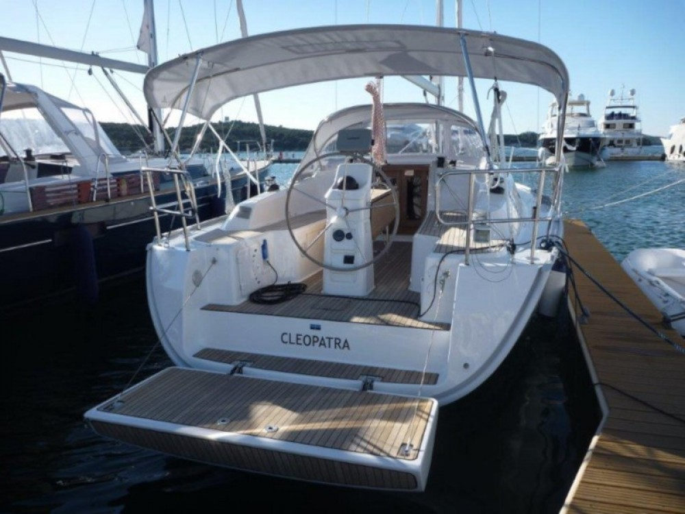 Rental Sailboat in  - Bavaria Bavaria 33 Cruiser