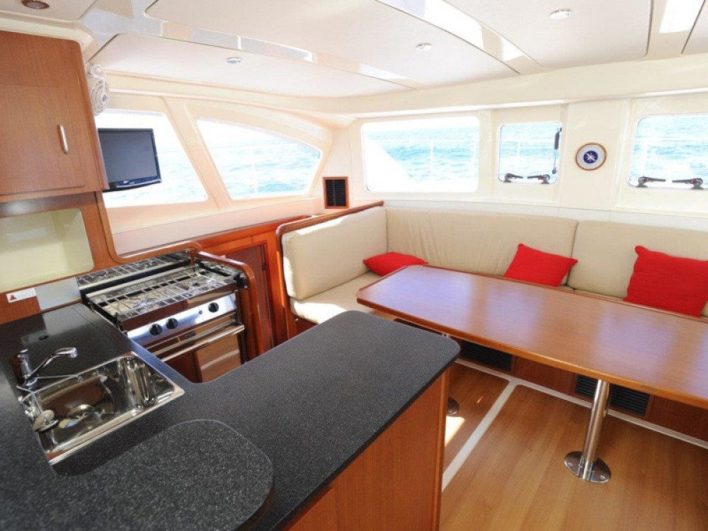 Rental yacht Šibenik - Leopard Leopard 39 PC (4+2 cab.) on SamBoat