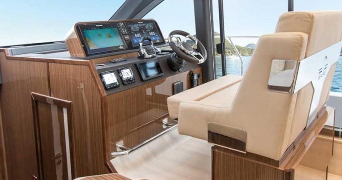 Rental Motorboat in Veruda - Sealine Sealine F 430