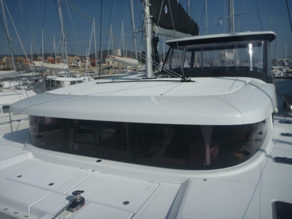 Boat rental  cheap Lagoon 42 (3+2 cab.)