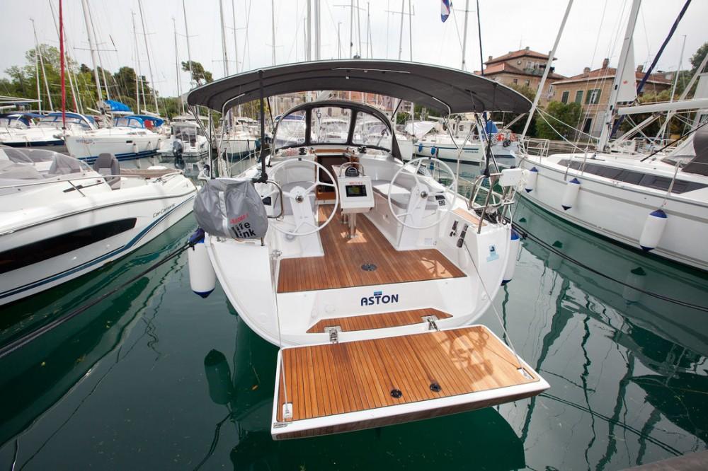 Rent a Bavaria Bavaria Cruiser 34 Style Grad Zadar