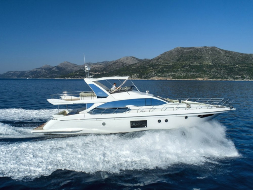 Rental Yacht Azimut with a permit