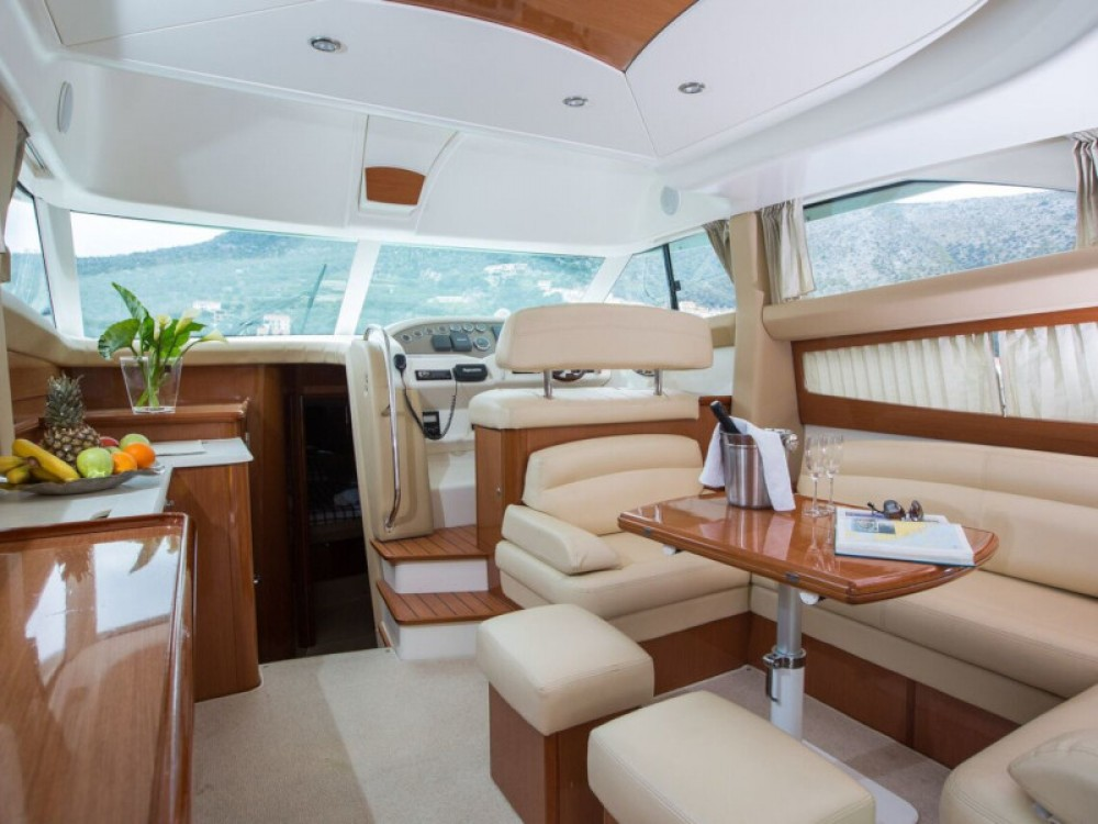 Jeanneau Prestige 42 between personal and professional