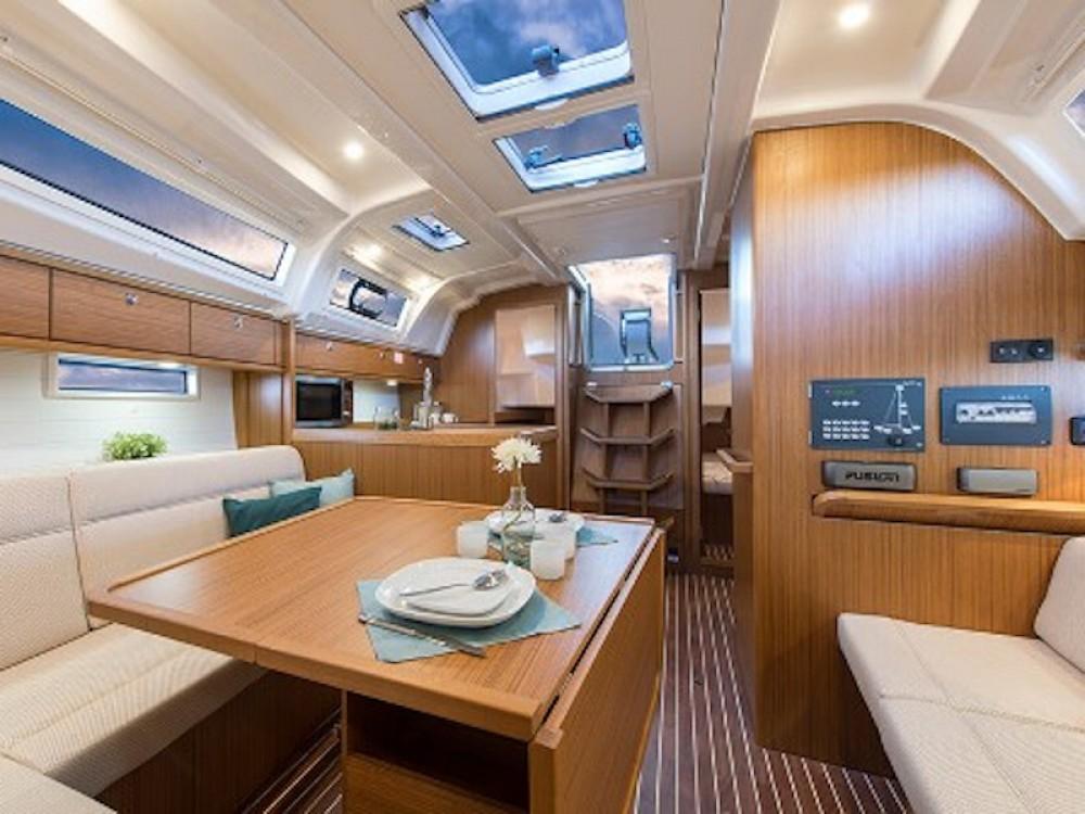 Boat rental Bavaria Bavaria 37 in Greece on Samboat