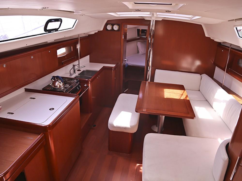 Rental yacht Korinth - Bénéteau Oceanis 40 on SamBoat