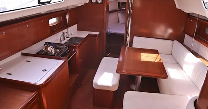 Rental Sailboat in Kórfos - Bénéteau Oceanis 40