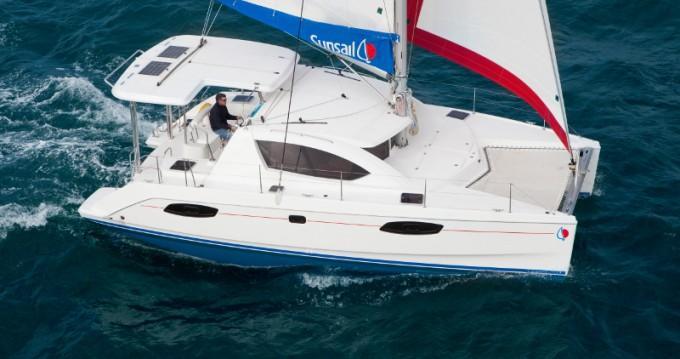 Boat rental Leopard Sunsail 404 in Raiatea on Samboat