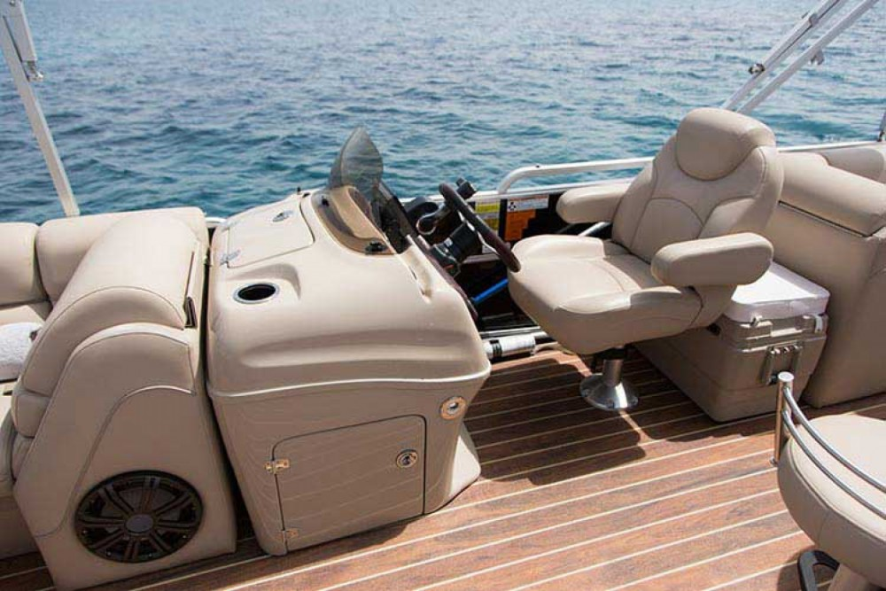 Motorboat for rent Καλαφατιώνες at the best price