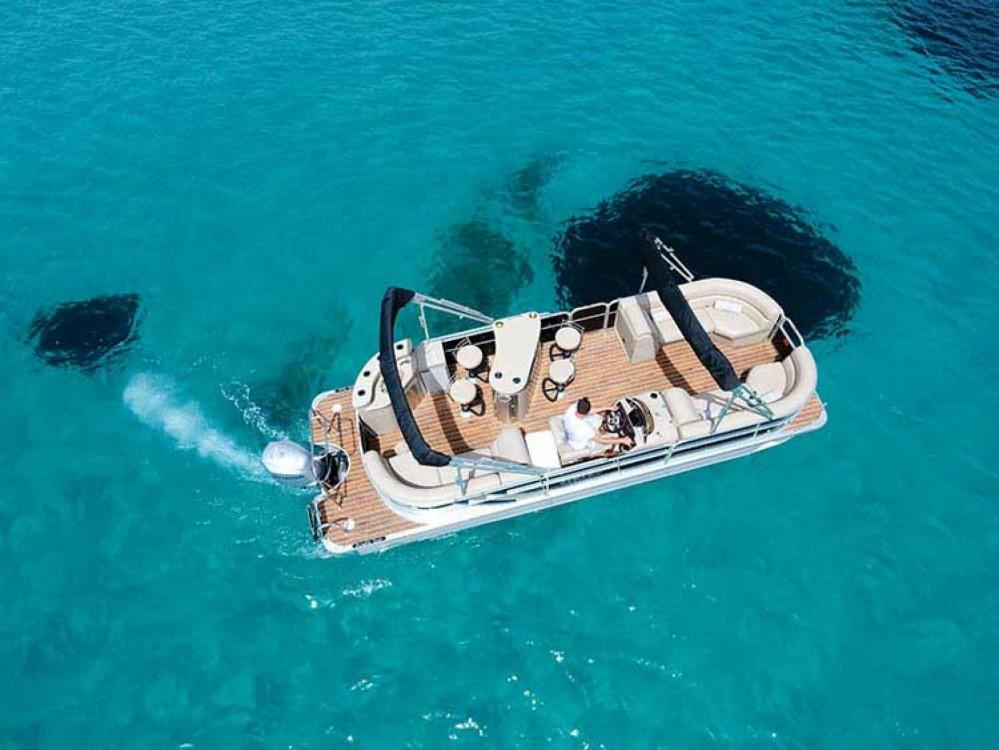 Rental Motorboat in Καλαφατιώνες - Pontoon South Bay 525E