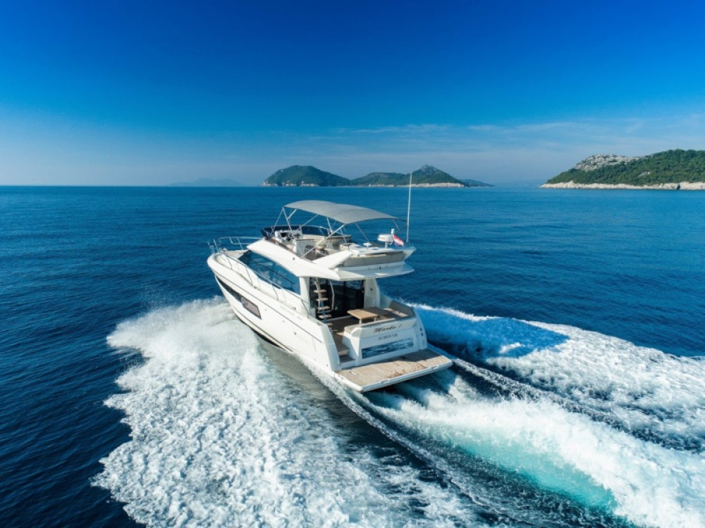 Motorboat for rent Komolac at the best price