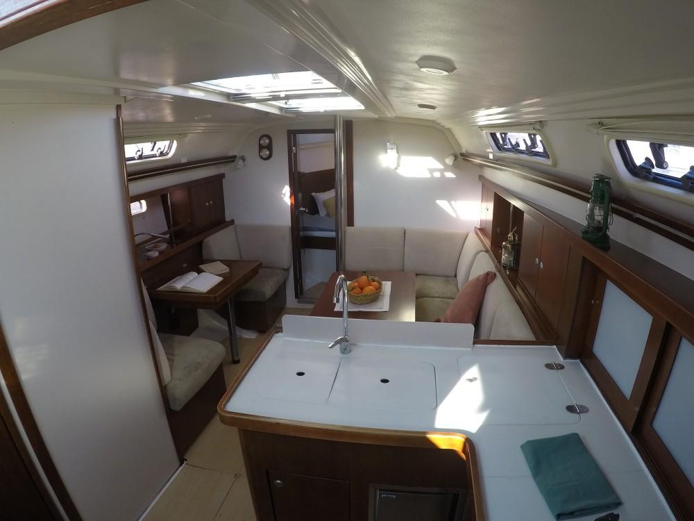 Rent a Hanse Hanse 375 Alicante