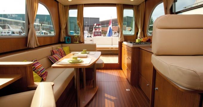 Rental yacht Werder (Havel) - Linssen Linssen GS 34.9 Sedan on SamBoat