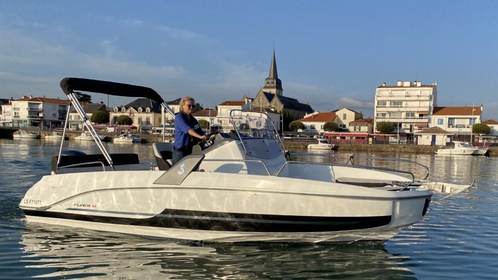 Boat rental Saint-Gilles-Croix-de-Vie cheap Flyer 6.6 SPACEdeck