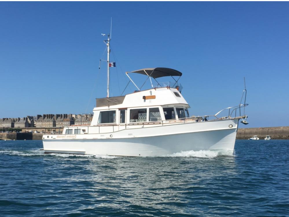 Boat rental Grand Banks Grand Banks 42 Classic in Saint-Malo on Samboat