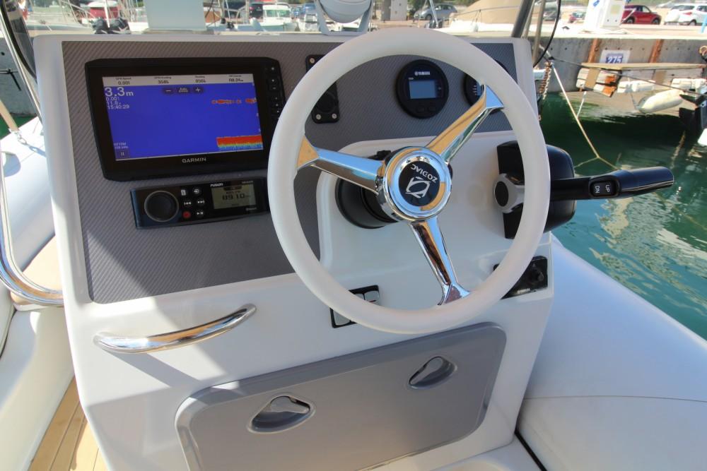 Rental yacht Sainte-Maxime - Zodiac Medline 580 on SamBoat