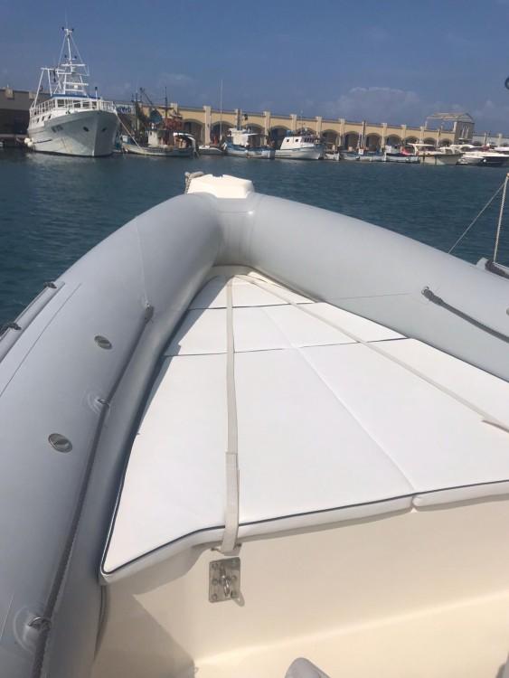 Boat rental Rome cheap Clubman 28