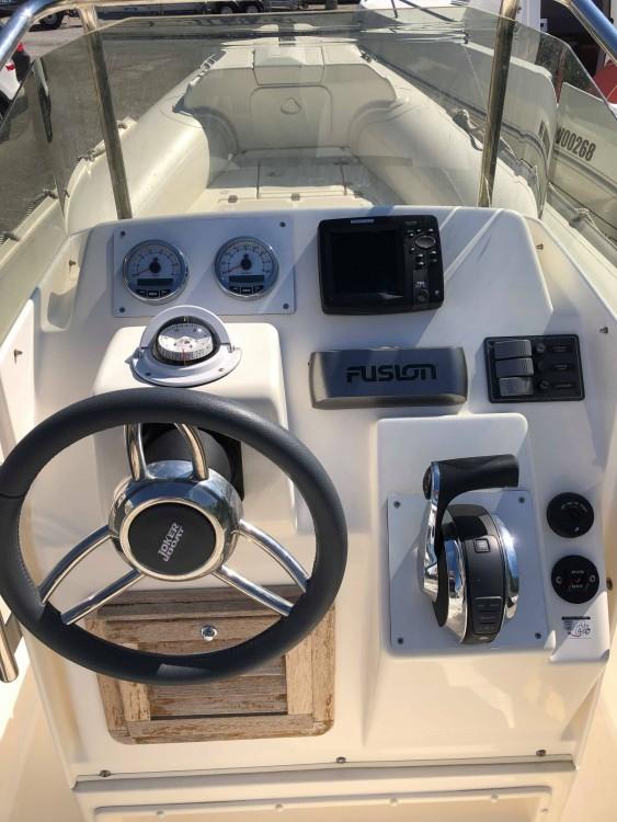 Boat rental Hyères cheap Clubman 22