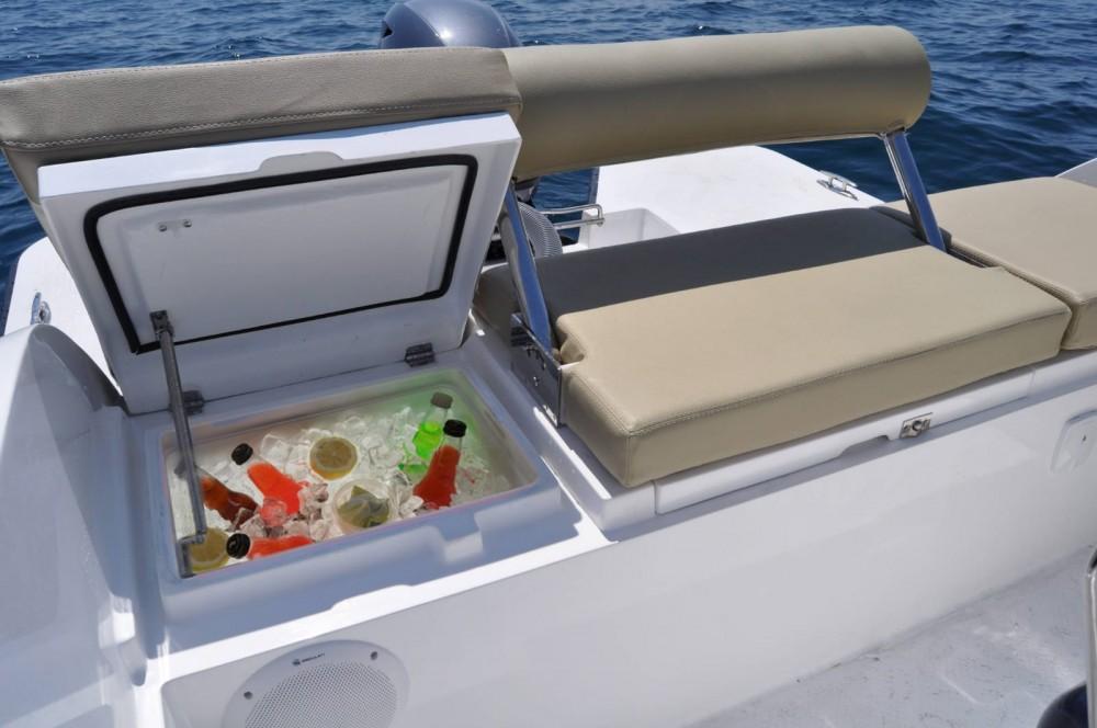 Rent a V2-Boat 5.0 La Savina