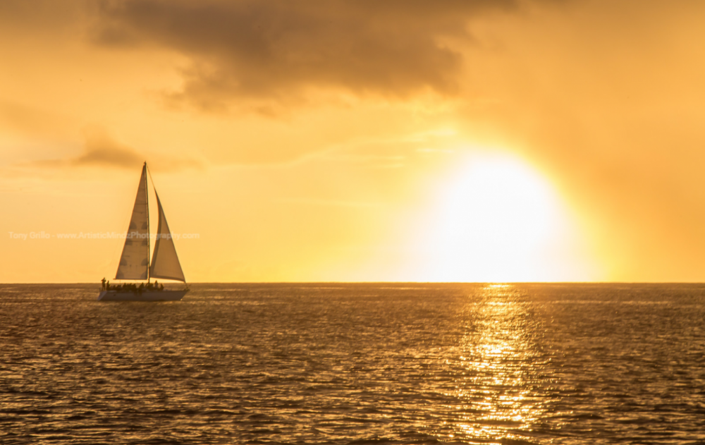 Sailboat for rent Honolulu at the best price