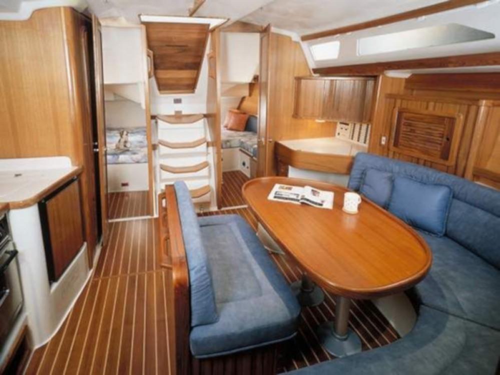 Rent a Catalina Yachts Catalina 42 Gênes